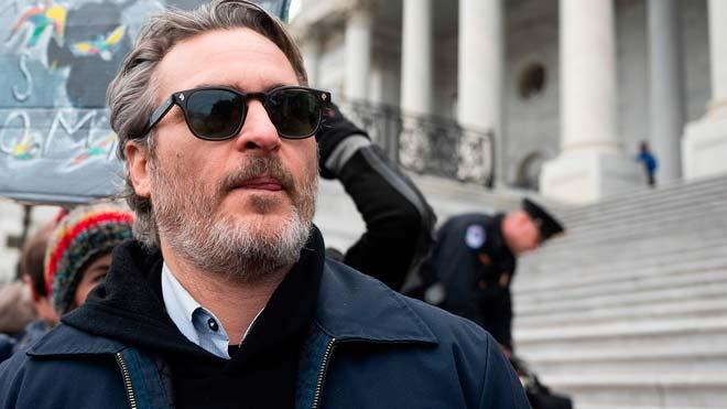 Arrestan a Joaquin Phoenix y Martin Sheen en una manifestación por el clima.