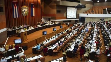 Cuba borra las referencias al comunismo en la nueva Constitución