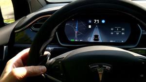 La peligrosa e ilegal forma de engañar al Autopilot de Tesla