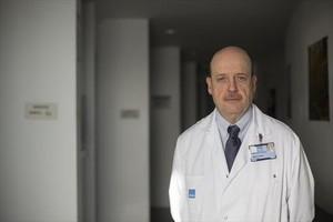 EN EL TRABAJO.El especialista en obesidad Albert Goday, en el Hospital del Mar de Barcelona.