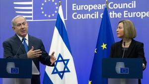 Benjamin Netanyahu junto a Federica Mogherini.
