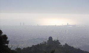 Capa de contaminación sobre la ciudad de Barcelona.