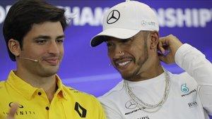 Carlos Sainz, entonces en Renault, junto a Lewis Hamilton.