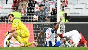 Casillas en el momento del gol ante el Benfica.