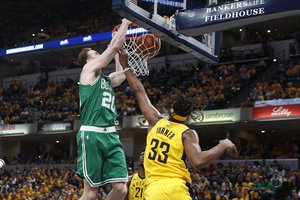 El alero Gordon Hayward de los Celtics de Boston.