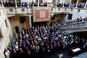 Centenares de alcaldes independentistas reunidos contra la sentencia del 1-O en el Palau dela Generalitat, el 26 de octubre del 2019.