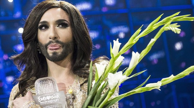 Conchita Wurst, que llevó Austria al triunfo en Eurovisión 2014 con su Rise like a Phoenix.