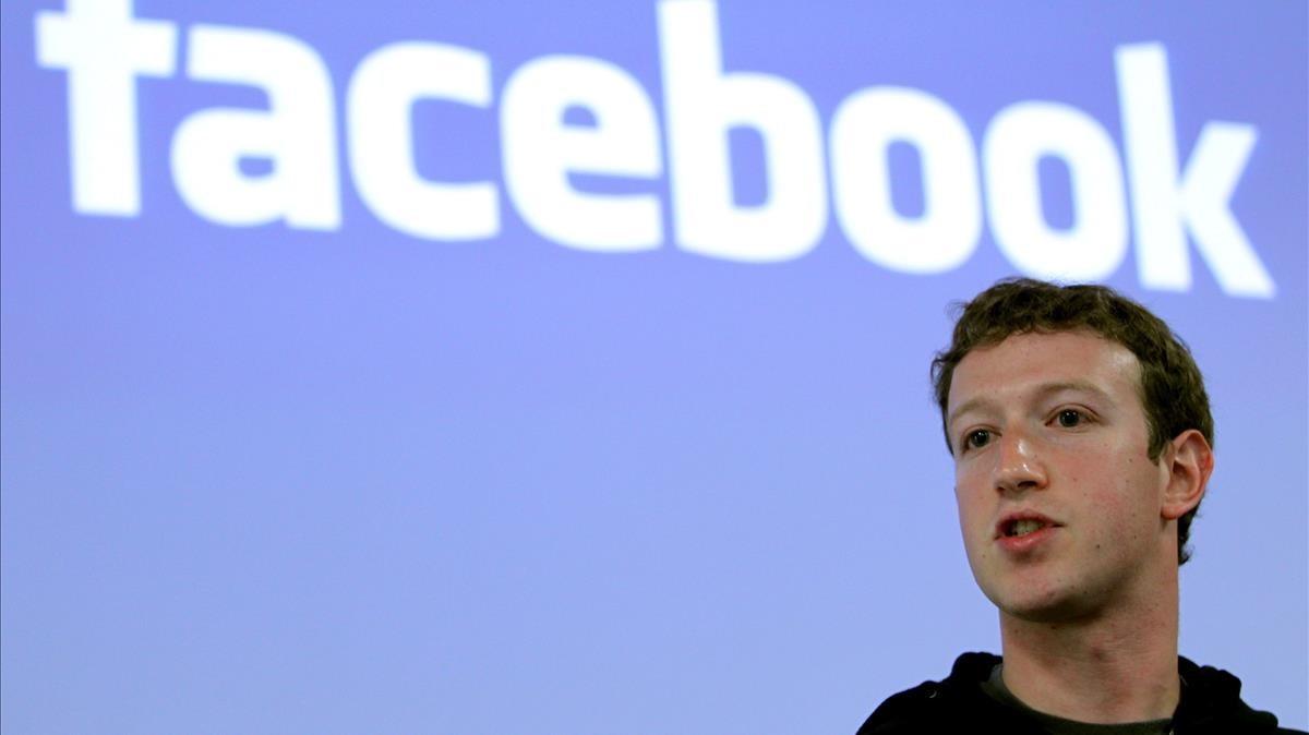 El director ejecutivo y fundador de Facebook, Mark Zuckerberg, durante una rueda de prensa en Palo Alto, Estados Unidos, en mayo del 2010.