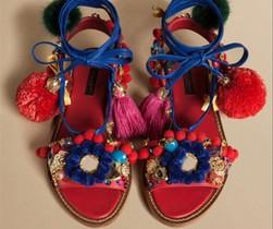 Este diseño, queDolce & Gabbana ha bautizado con el nombre desandalias de esclava, ha incendiado las redes.