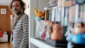 Enrique López Lavigne, fotografiado esta semana en su oficina de la productora Apaches, en el edificio Torres Blancas de Madrid