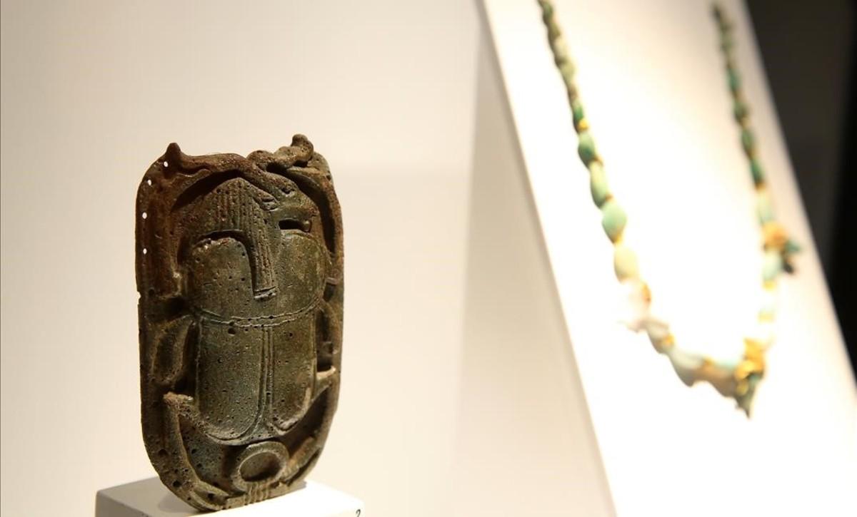 Escarabajo que perteneció a Rodolfo Valentino,en la exposición Animales sagrados, en el Museu Egipci.
