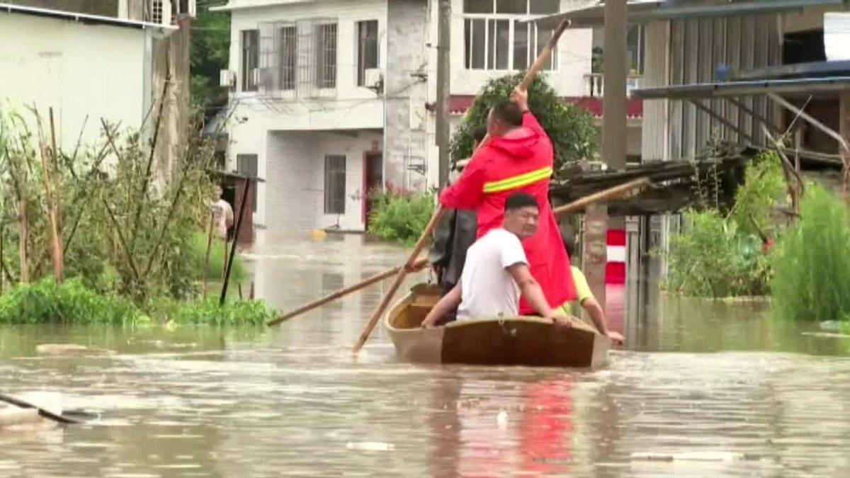 Más de 100.000 personas fueron evacuadas de sus casas en la provincia central china de Sichuan por las fuertes inundaciones que están azotando la región, que ha activado el máximo nivel de respuesta a emergencias para hacer frente a las riadas.