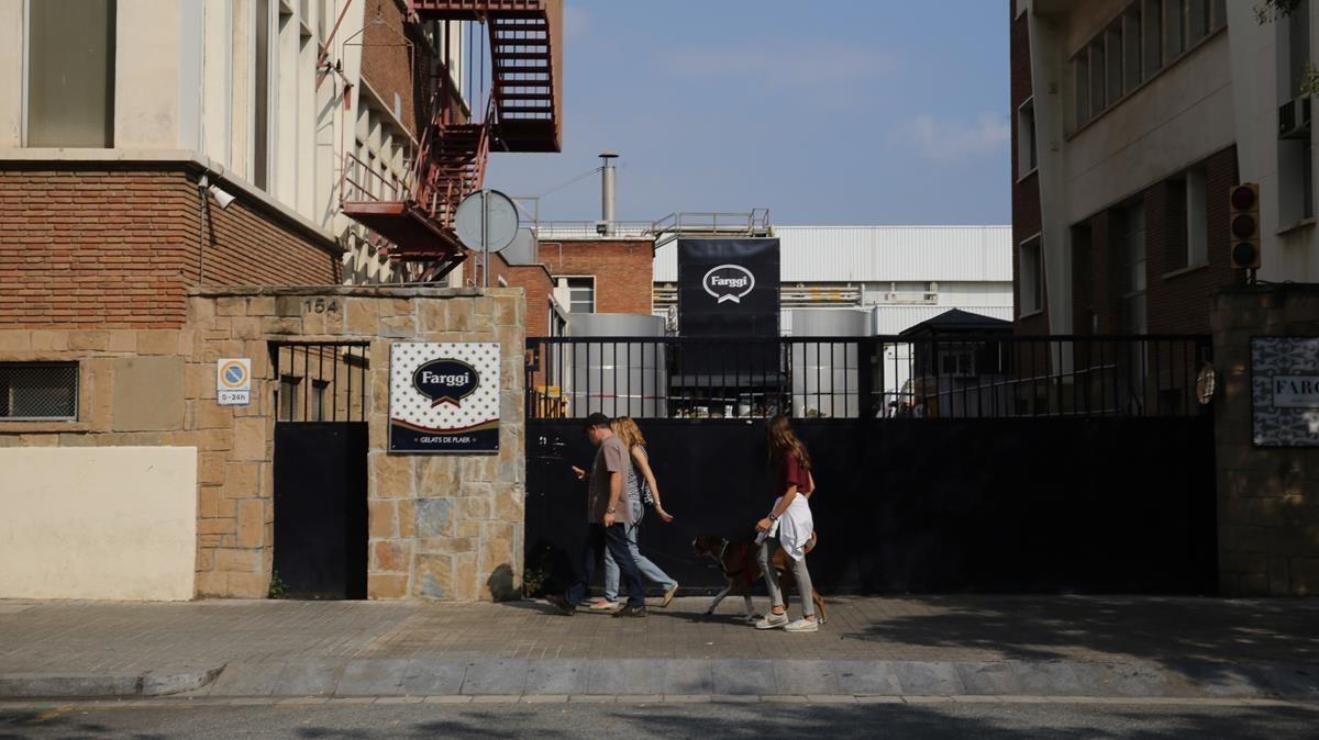 Fachada de la fábrica del grupoFarga en el Poblenou de Barcelona.