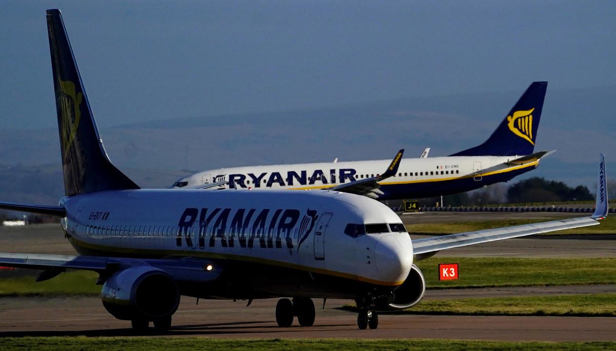 Los beneficios de Ryanair no pierden altura pese al impacto de las cancelaciones y aumentos salariales.