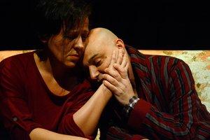 Marta Genís y Òscar Galindo interpretan a los dos hermanos.