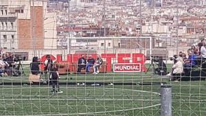 Una entrevista de Risto Mejide a Iniesta acaba amb 18 ferits a l'esfondrar-se una grada