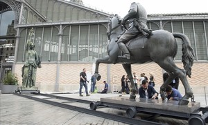 Instalación de la estatua de Franco en la explanada del Born.