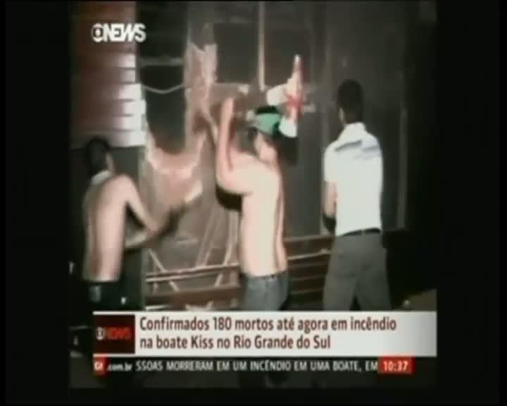 Intentan el rescate en la discoteca Kiss de Brasil