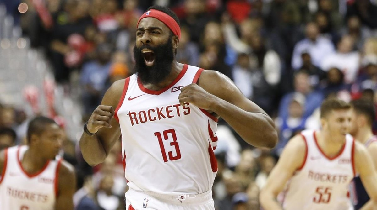 James Harden (Houston Rockets) festeja uno de sus triples ante lo Washington Wizards.