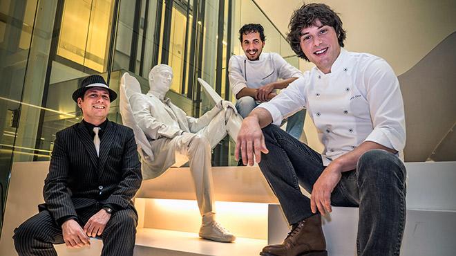 Jordi Cruz presenta el arroz con pichón. En la imagen, con Ferran Torrents y Quim Gabarró.