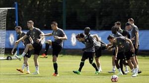 Los jugadores del Chelsea en una sesión de entrenamiento de hoy.