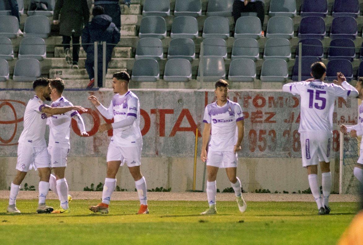 Los jugadores del Jaén celebran su victoria ante el Alavés.