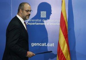GRAFCAT8871. BARCELONA, 13/12/2019.- El conseller de Interior de la Generalitat, Miquel Buch, durante la rueda de prensa que ha ofrecido este viernes en la que informó que los Mossos d'Esquadra han diseñado un dispositivo con 3.000 efectivos, incluyendo seguridad privada, para el clásico entre el FC Barcelona y el Real Madrid del 18 de diciembre, en que el peor escenario sería la invasión del campo por parte de Tsunami Democràtic, una situación extrema en el escenario de protestas anunciadas por la plataforma anónima para ese día. EFE/Andreu Dalmau