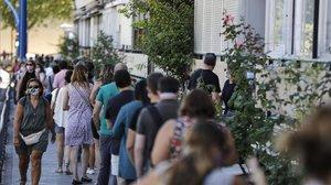 Colas para un test de anticuerpos, la semana pasada en Madrid.