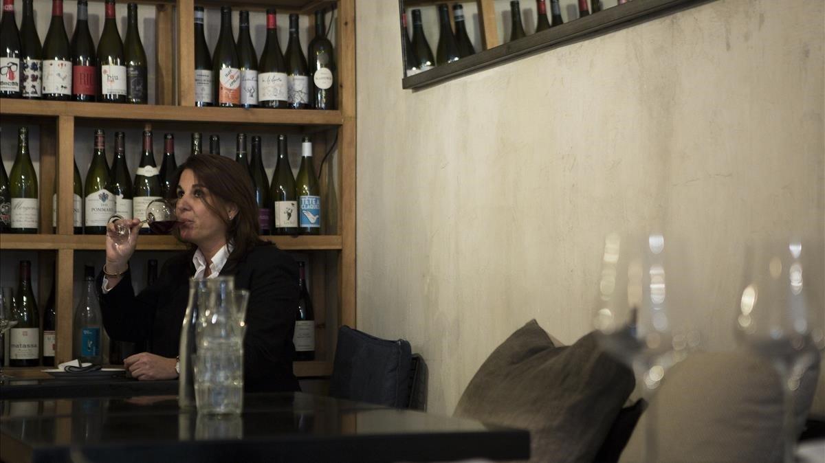 Macias suele encontrar vinos interesantes y desconocidos en la variadísimacarta de Monocrom.