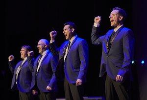 Los cuatro miembros de DooWop Club conjuntan a la perfección sus voces.