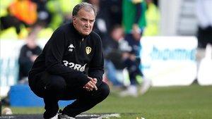 Marcelo Bielsa en el banquillo de los Leeds.