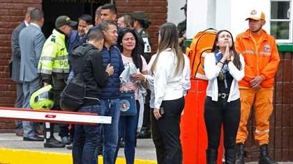 Al menos ocho personas murieron y diez más resultaron heridas por la detonación de un carro bomba en un estacionamiento de la Escuela General Santander en Bogotá, capital de Colombia.