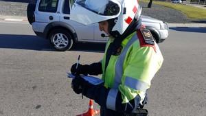 Multat després d'anar conduint a recollir una multa per conduir sense carnet