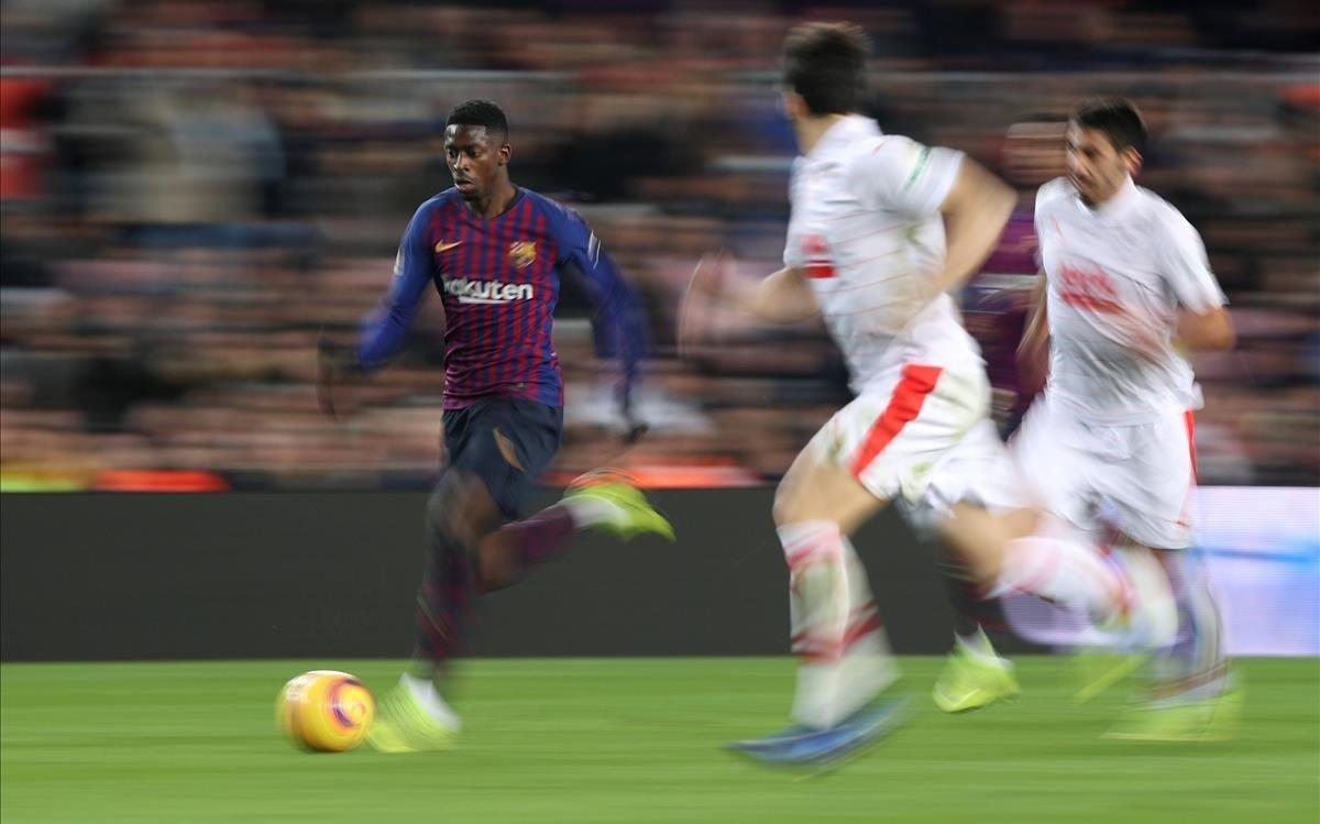 Ousmane Démbelé, en una acción del partido ante el Eibar