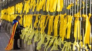 El parquede la Ciutadella (Barcelona) con lazos amarillos, el pasado 17 de enero