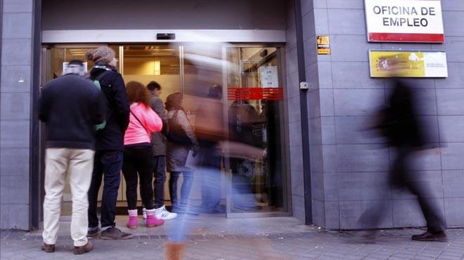 El paro aumenta en 13907 personas, el menor repunte en septiembre desde 2007.