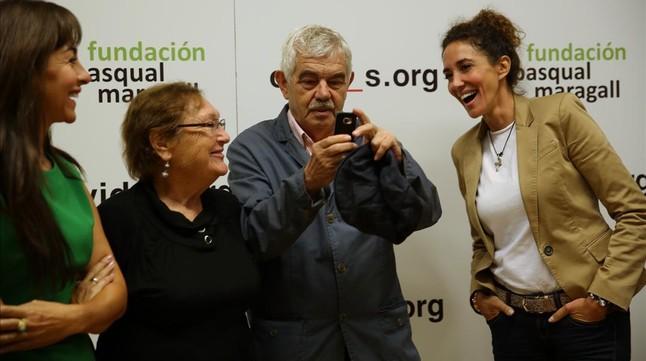 Pasqual Maragall y Diana Garrigosa, durante la presentación de unacampaña de la Fundació Pasqual Maragall para recaudar fondos contra el alzhéimer.