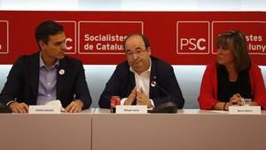 Pedro Sánchez, Miquel Iceta y Núria Marín, este lunes en la ejecutiva del PSC.