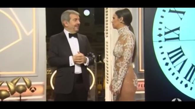 Carlos Sobera y Cristina Pedroche, en las campanadas de Antena 3 del 2015.
