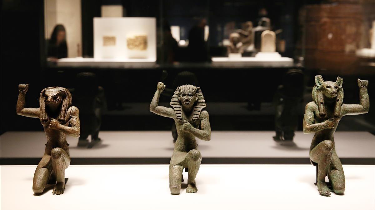 Piezas de la exposición Faraón, en CaixaForum.