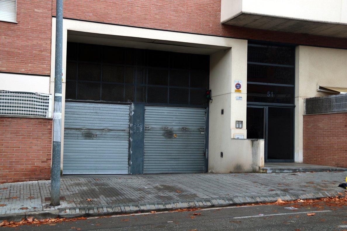 Plano general del párking, en elnúmero 51 de la avenida de Madrid de Terrassa, donde un mosso ha matado a su expareja y después se ha suicidado.