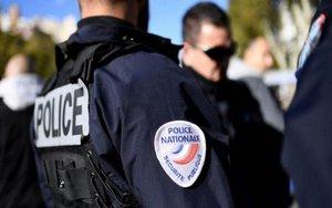 Elementos de la policía de Francia investigan un atentado.
