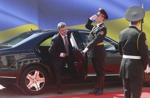Poroshenko llega a la ceremonia de investidura como nuevo presidente de Ucrania, hoy, en Kiev.
