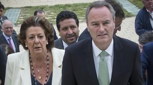 El presidente valenciano, Alberto Fabra, y la alcaldesa Rita Barberá, en un acto reciente del partido.