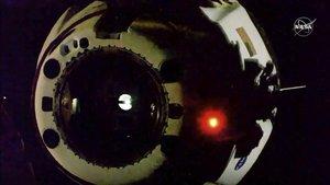 Los primeros astronautas de Estados Unidos que viajaron a la Estación Espacial Internacional (ISS) en una nave estadounidense en una décadapartieron este sábado en la cápsula SpaceX camino a la tierra .
