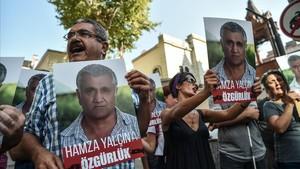 Protesta en Estambul contra la detención de Yalçin, el 13 de agosto.