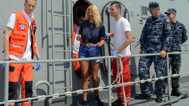 Rescatada una mujer que pasó 10 horas en el mar tras caer de un crucero