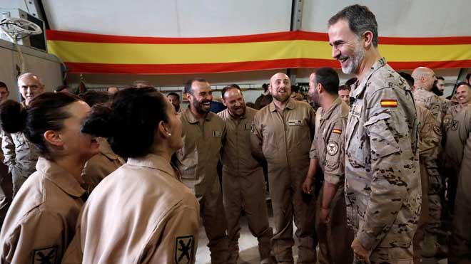 El rey Felipe VI visita por sorpresa a las tropas en Irak.