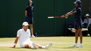 Roberto Bautista, en el suelo, en su partido ante Nishikori.