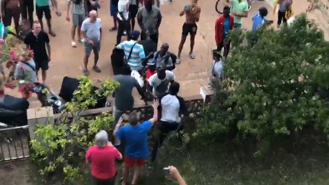 Tensió entre manters i turistes a Roses | Vídeo